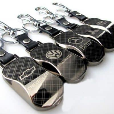 Audi metalinis, carbon raktų pakabukas.