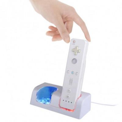 Dviejų pultelių įkrovimo stotelė, skirta Nintendo Wii + 2 baterijos komplekte